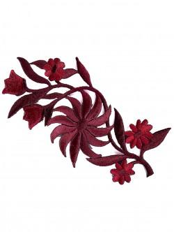 Бродирано цвете за залепване в червен цвят