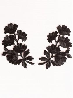 Черни цветя на апликация